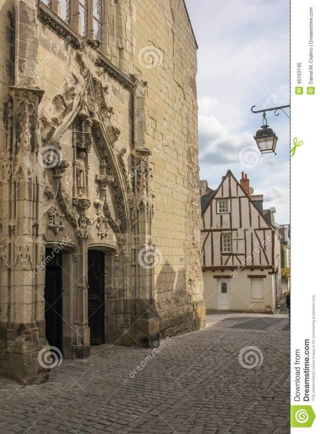 portail-à-l-église-de-st-etienne-chinon-france-46163145