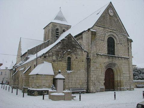 L'Ile-Bouchard_-_Eglise_Saint-Gilles_sous_la_neige_(2)