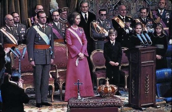 22-novembre-1975-prestation-de-serment-du-roi-jean-charles-1er-1