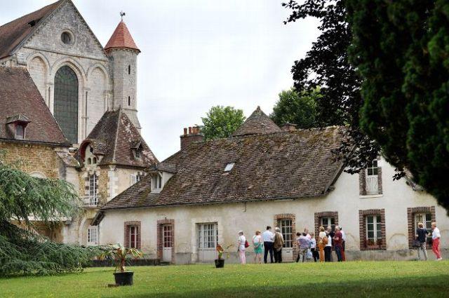 vente-du-domaine-de-l-abbaye-de-pontigny-region-bourgogne-fr_4382380-1